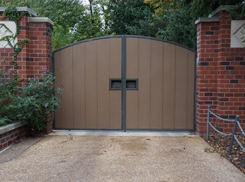 long-lasting privacy fencing